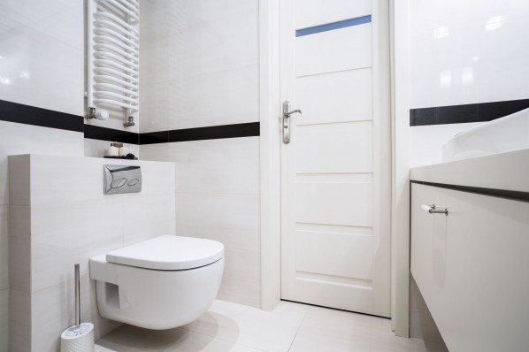 34421173 - small, modern bathroom in balck and white