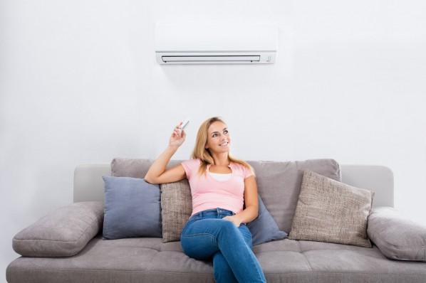 klimatyzator w salonie